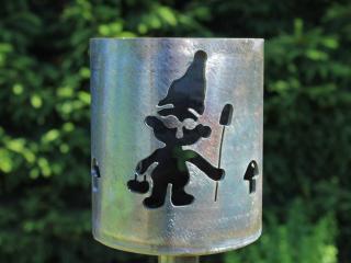 Bild Gartenfackel Gartenzwerg mit Pilzen