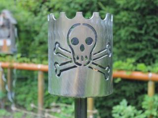 Bild Gartenfackel Jolly Roger Totenkopf 168,3 x 200