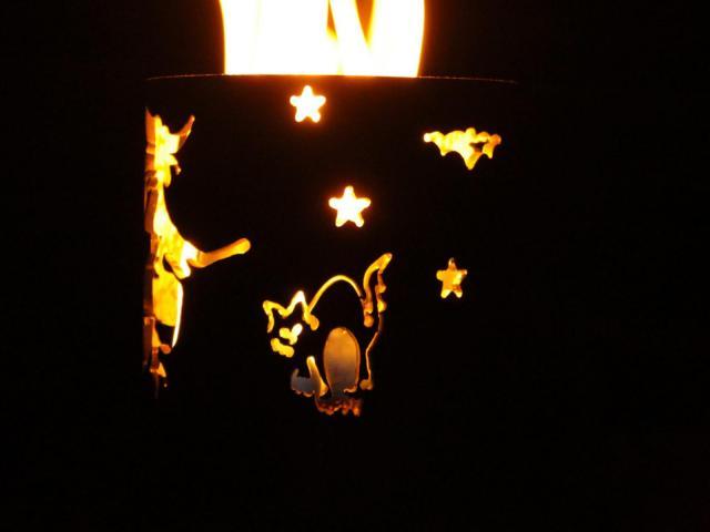 Bild Gartenfackel Hexe auf Besen