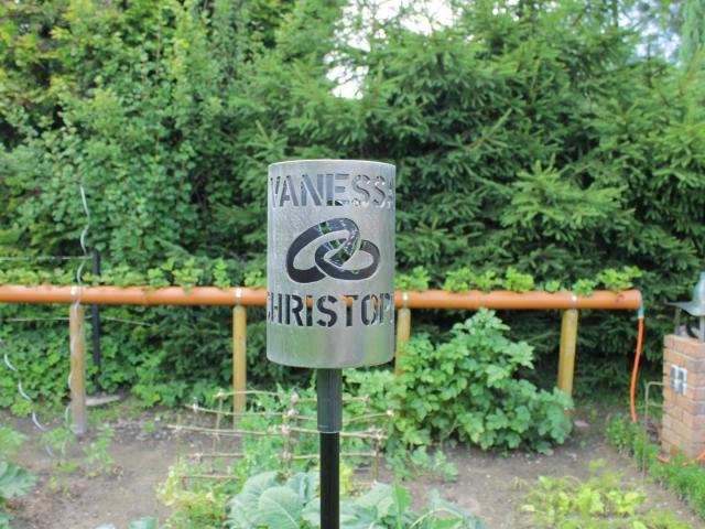 Bild Gartenfackel Eheringe mit Namen 168 x 250 mm