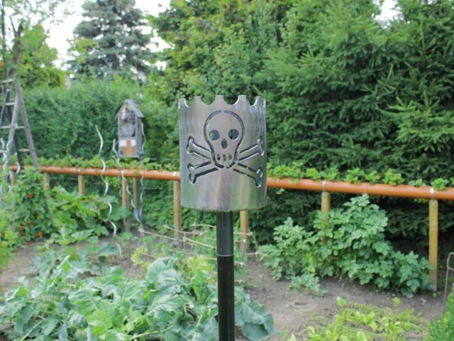 Bild Gartenfackel Jolly Roger Totenkopf 159,0 x 200